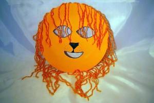 Маска льва из одноразовых тарелок