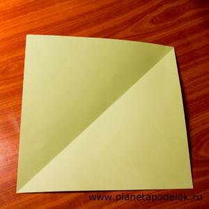 Сложите и разверните лист по диагонал