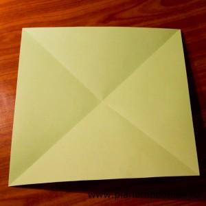 Сложите и разверните лист по второй диагонали