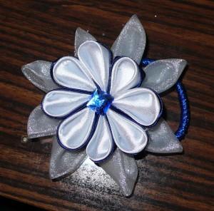 Канзаши - заколки и украшения из лент