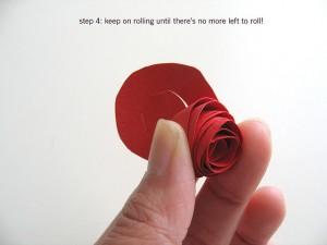 Продолжайте скручивать цветок