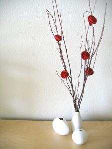 Композиция с ветками и цветками