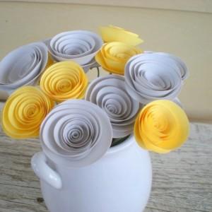 Букет из серых и жёлтых цветов