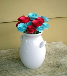 Голубые и красные цветы