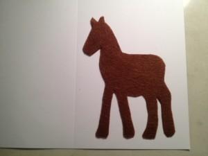Вырежьте лошадь из фетра