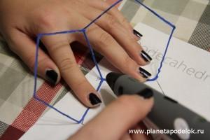Склеивайте пятиугольники как показано